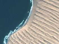 Where dunes and sea meet at Sylvia Hill